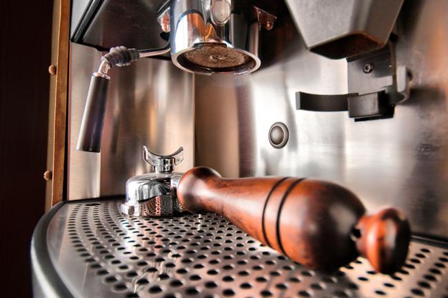 Exposição traz máquinas de espresso antigas ao Brasil