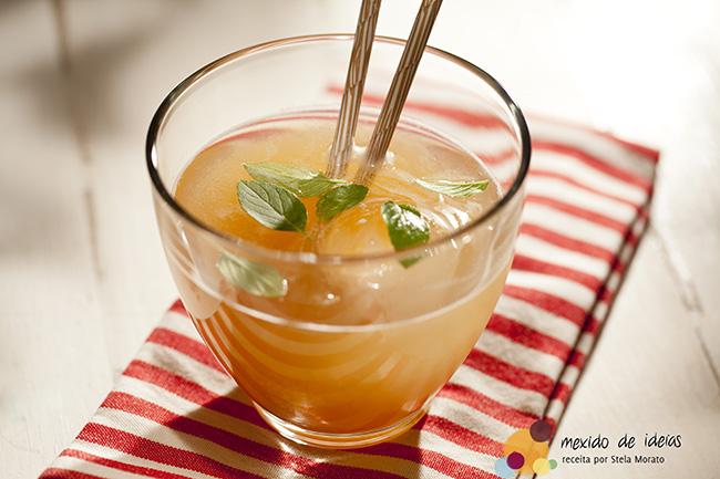 Suco-de-capim-cidreira-com-tamarindo